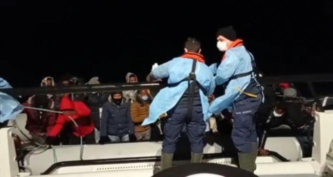 Ayvalık'ta 26 mülteci kurtarıldı