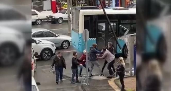 Borçlu olduğu kadına çantasını kaptırdı