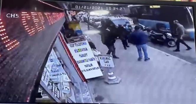 İstanbul'un göbeğinde esnafın yankesiciyi yakaladığı anlar kamerada