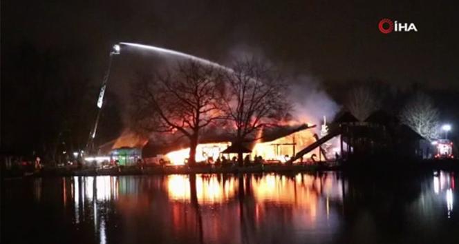 Rotterdam'da tema parkında büyük yangın