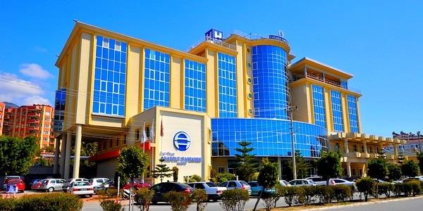 Alanya Anadolu Hastaneleri çocuklar gülsün diye adım attı