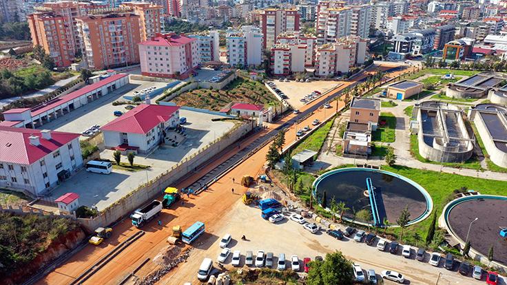 Alanya Belediyesi trafik yoğunluğuna çözüm olacak yolu asfaltlıyor