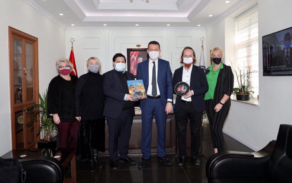 Alanya'da Rus vatandaşların talepleri Kaymakamlık'ta konuşuldu