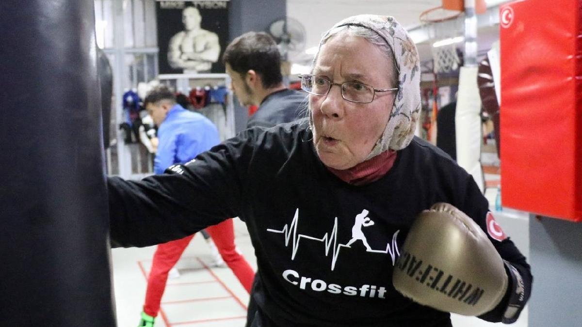 Parkinson hastası 74 yaşındaki yaşlı kadın sağlığı için 3 yıldır boks yapıyor