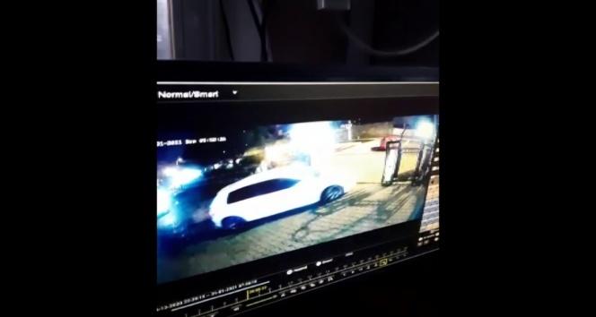 Pendik'te pes dedirten hırsızlık kamerada…Site sakiniymiş gibi davranıp otomobilleri çaldılar