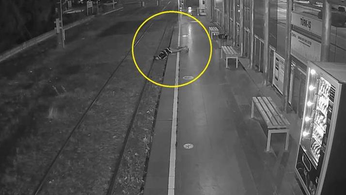 Samsun'da yürekler ağza geldi! Bir kadın fenalaşıp tramvay raylarına düştü