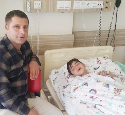 Alanya'da acılı baba vatandaşlara, hasta evladına ilaç temin etmek için çağrıda bulundu