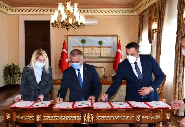 Afet risklerinin azaltılmasına katkı sağlamak amacı ile Vali Ersin Yazıcı başkanlığı'nda Afad, Alkü ve Akdeniz Üniversitesi arasında protokol imzalandı