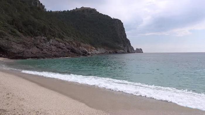 Alanya Kleopatra Plajı'nda sezon öncesi hoş olmayan görüntüler pes dedirtti