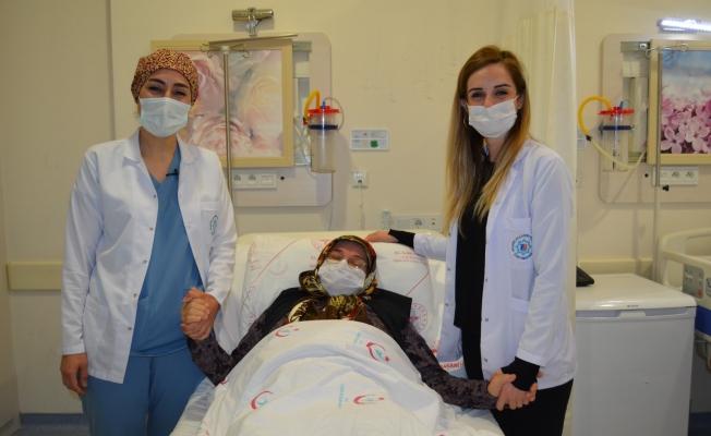 Alkü'de karın ağrısı şikayeti ile hastaneye gelen kadının karnından 20 kilogram ağırlığında kitle çıkarıldı