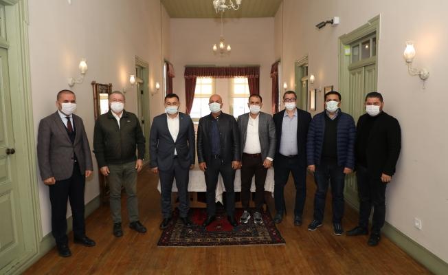 Alanyaspor yönetimi Başkan Yücel'i ziyaret etti