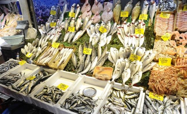 Av yasağı öncesi balık tezgahlarında bolluk yaşanıyor