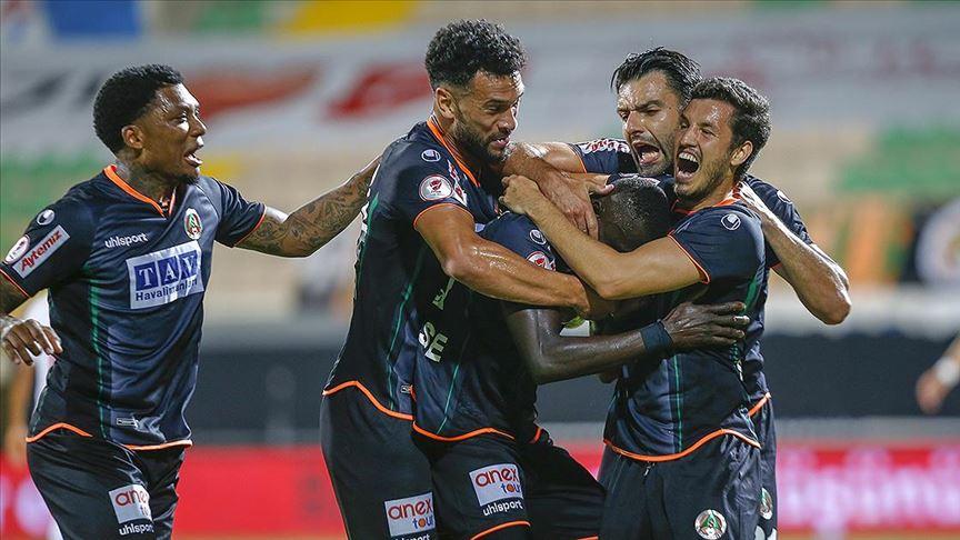 Alanyaspor yarı final mücadelesinde Antalyaspor'a 2-0 yenilerek kupaya veda etti