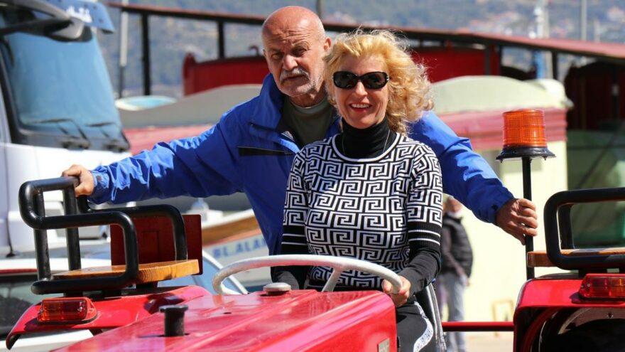 Alanya'da yaşayan Alman çift, traktör hayalini gerçekleştirdi