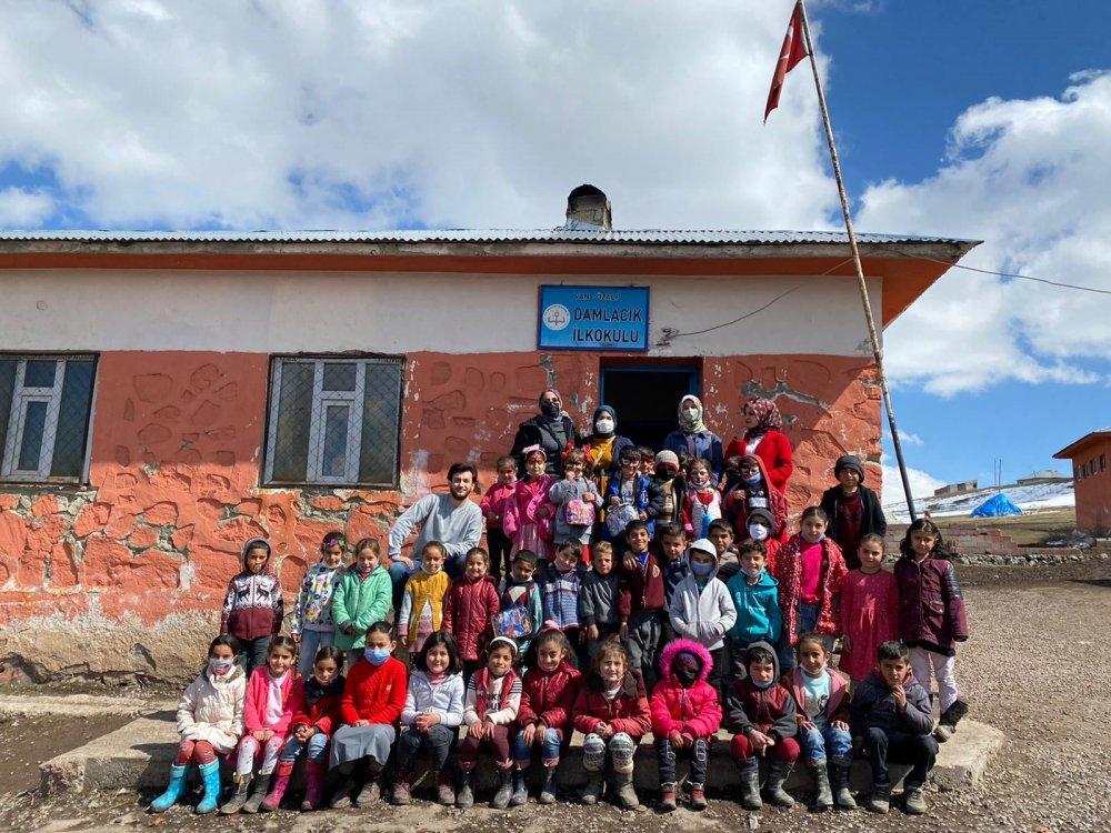 ALKÜ'lü öğrenciler köy okullarına destek olmak için başlattıkları projeye destek bekliyor