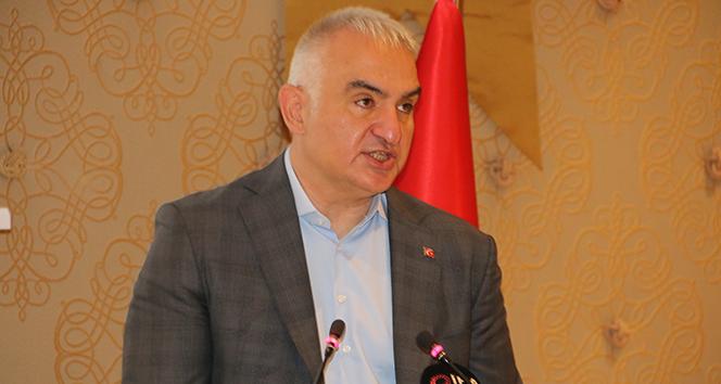 """Bakan Ersoy: """"Mayıs sonuna kadar tüm turizm çalışanları aşılanacak""""dedi"""