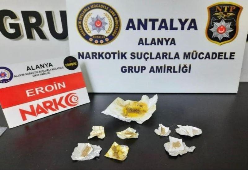 Alanya'da otel odasına uyuşturucu baskını düzenlendi