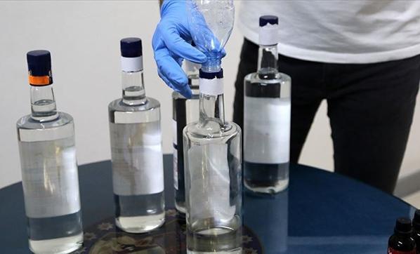 Alanya'da polis sahte alkol operasyonu düzenledi