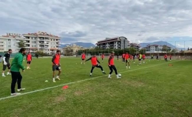 Alanya Kestelspor, ligin son maçı olan Muğlaspor maçı hazırlıklarını yaptığı antrenmanlar ile sürdürüyor