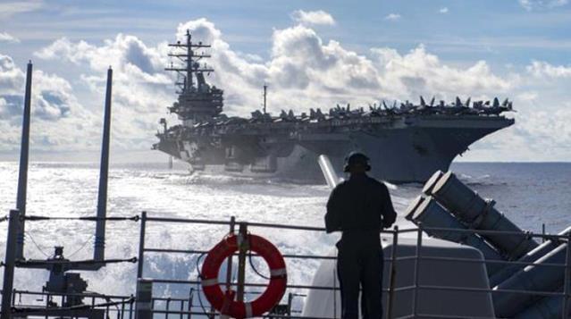 Savaş Çanları; Bir İngiliz savaş gemisi, mayıs ayında Karadeniz'e geçiş için Türkiye'ye bildirimde bulundu