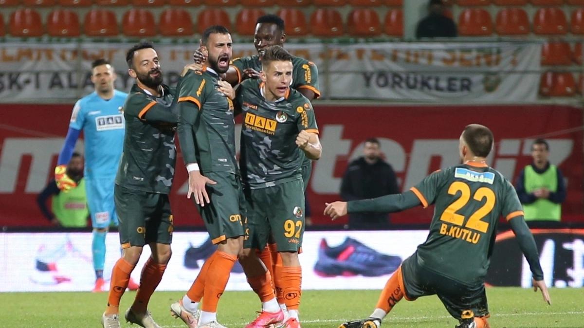 Alanyaspor kendi sahasında Yukatel Denizlispor'u 3-2 mağlup etti