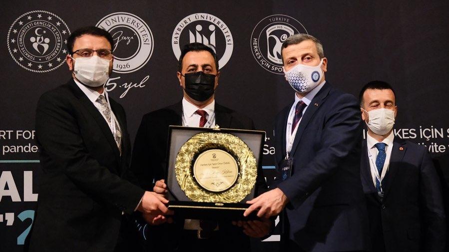 """ALKÜ'ye """"Herkes İçin Spor Onur"""" ödülü verildi"""
