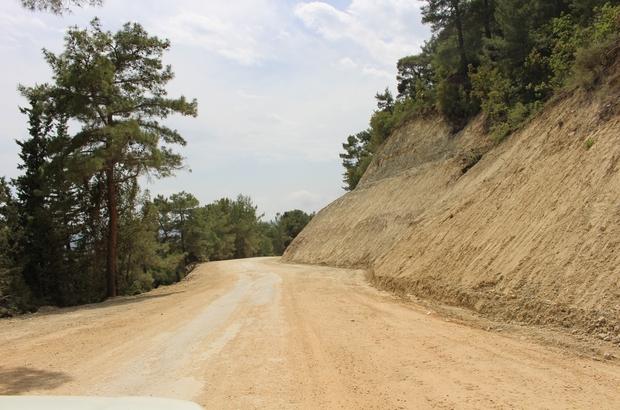 Antalya Büyükşehir Belediyesi 20 kilometrelik Grup Yoluna asfalt çalışması yapıyor