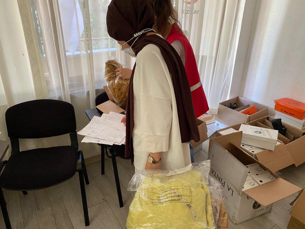 Alanya Kızılay Şubesi bayram öncesi vatandaşlara yardımlarda bulundu