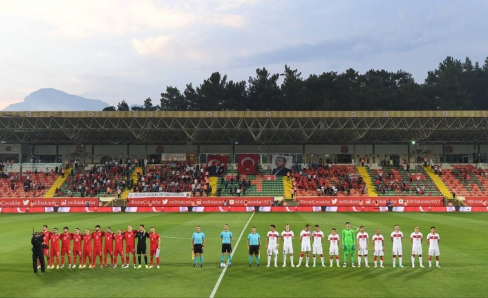 Alanya'da milli heyecan; Türkiye: 2 Azerbaycan: 1