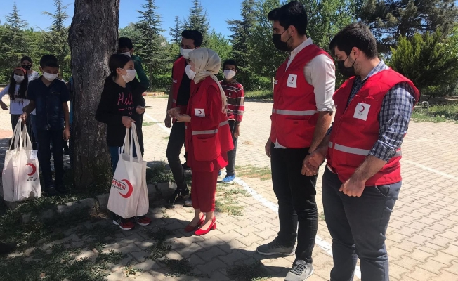 Türk Kızılay Alanya Şubesi İbradı'da öğrencileri ziyaret etti