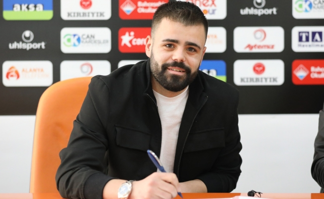 Alanyaspor'da orta saha oyuncusu Hasan Hüseyin Acar takımdan ayrıldığını açıkladı