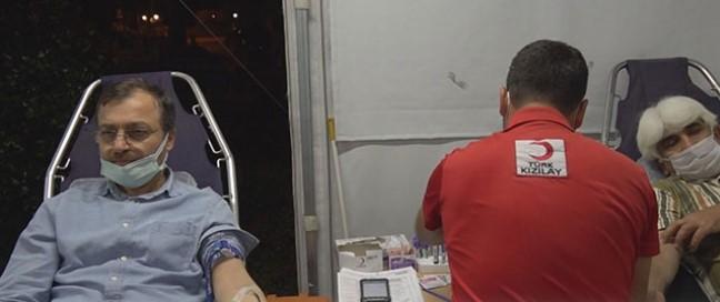 Alanya Kızılay Şubesi azalan kan stokları nedeniyle kan bağışı etkinliği düzenledi
