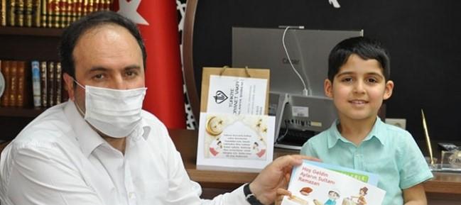 Ramazan ayında tekne orucu tutan minikleri Alanya Müftülüğü ödüllendirdi