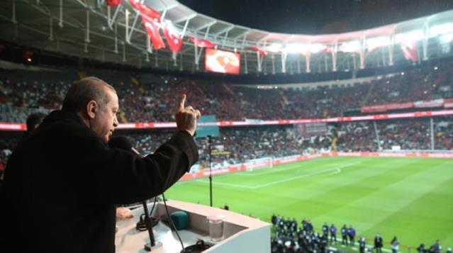 Cumhurbaşkanı Erdoğan, Süper Lig'de yeni sezonda tribünlerin dolacağının müjdesini verdi