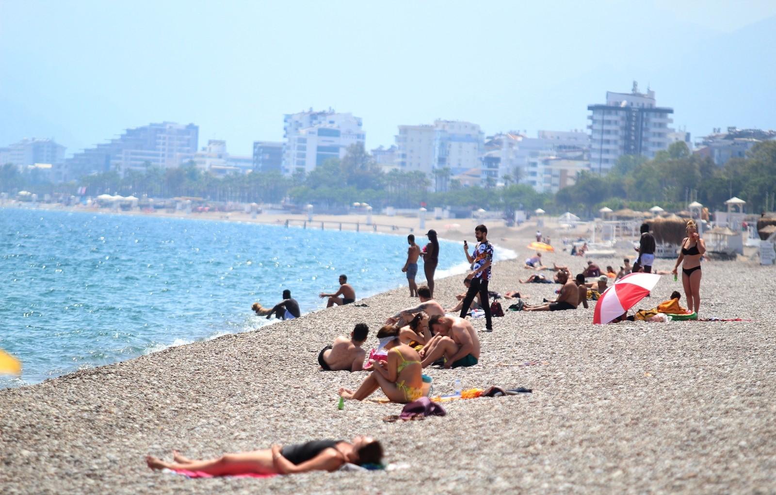Alanya'da Ramazan Bayramı'nda dünyaca ünlü sahiller turistlere kaldı