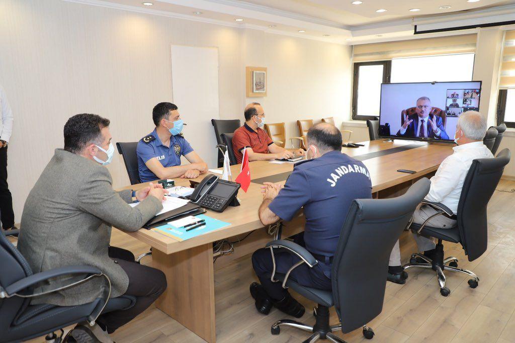 Başkan Yücel, Pazar yerlerinin açılması konusunda üreticiye verdiği destek için Vali Ersin Yazıcı'ya teşekkür etti
