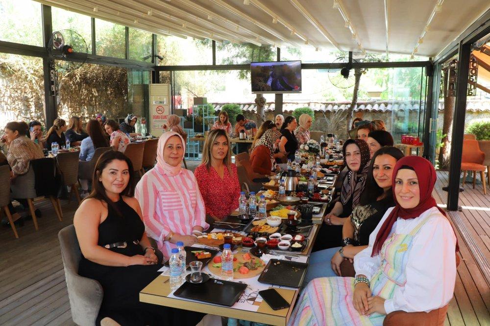 Başkan Toklu Ak Partili kadınlarla kahvaltıda buluştu