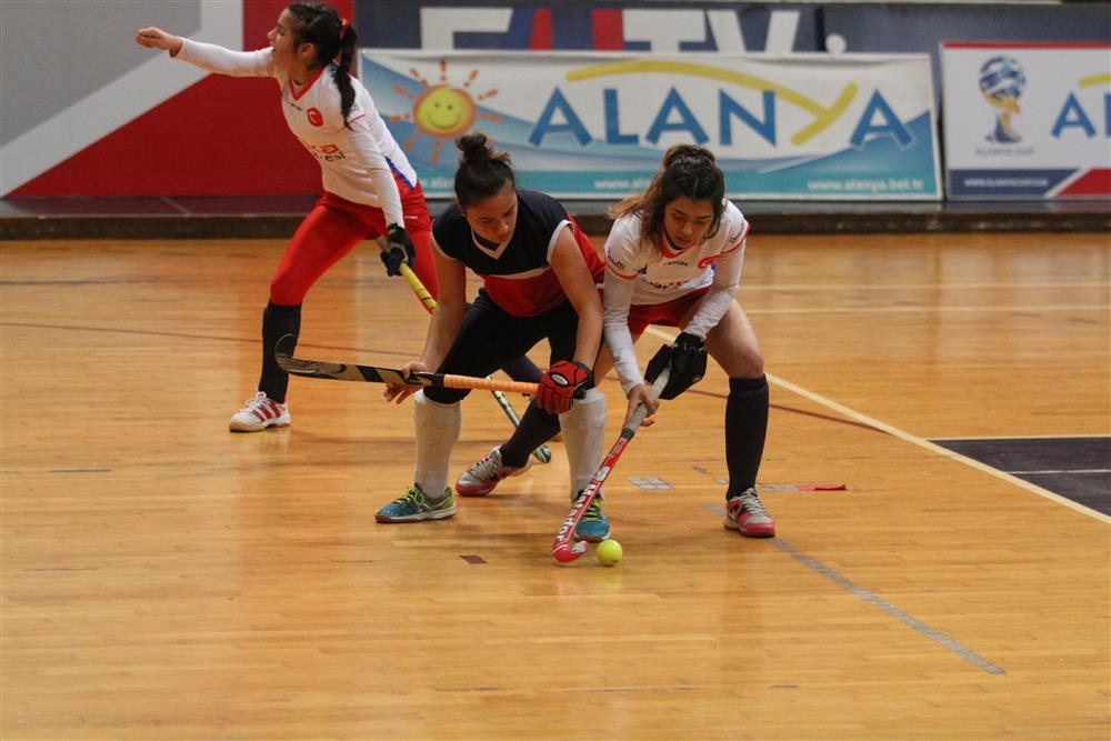 Alanya Kadın Hokey Takımı Süper Lig müsabakalarında ikide iki yaptı