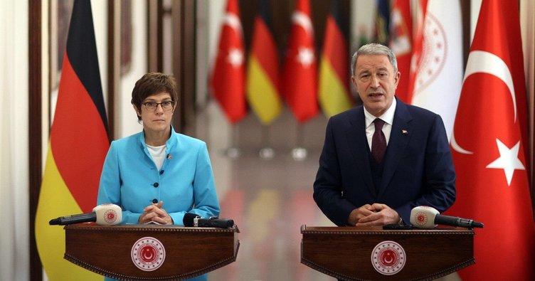 Milli Savunma Bakanı Hulusi Akar, Alman mevkidaşının yüzüne karşı söyledi: PKK eşittir YPG!