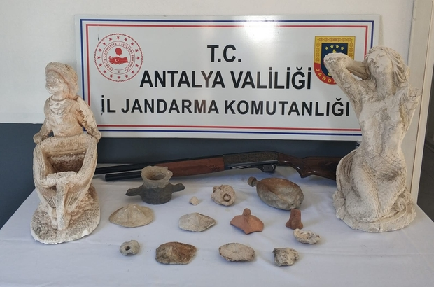 Antalya'da Jandarma tarihi eser kaçakçılığı operasyonu düzenledi