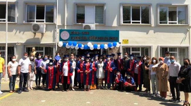 Alanya'da Özel öğrencilerin diploma sevinci görülmeye değerdi