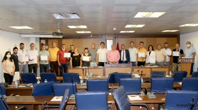 Alanya'da düzenlenen Emlak Danışmanlığı Kursu Sertifikaları ALTSO'da dağıtıldı