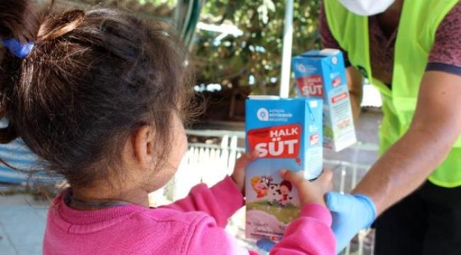 Alanya'da Halk süt dağıtımı ile 10 binlerce çocuğun yüzü güldü