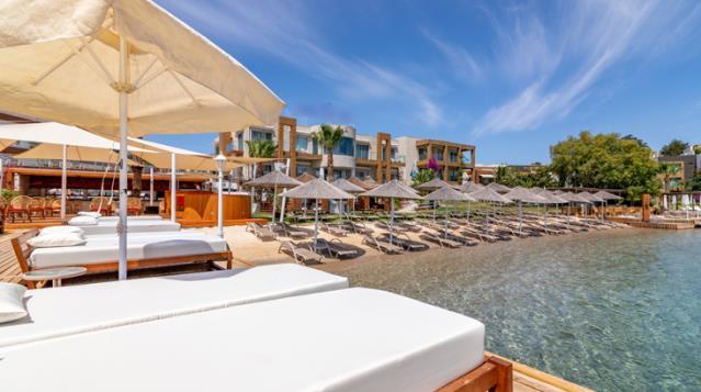 Bodrumda tatil cep yakıyor! Plajlara giriş ücreti 10 bin liraya kadar çıkıyor