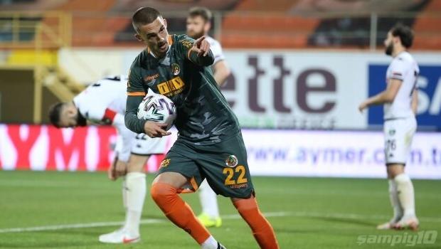 Alanyaspor'un genç yıldızı Berkan, Galatasaray'a transfer oldu