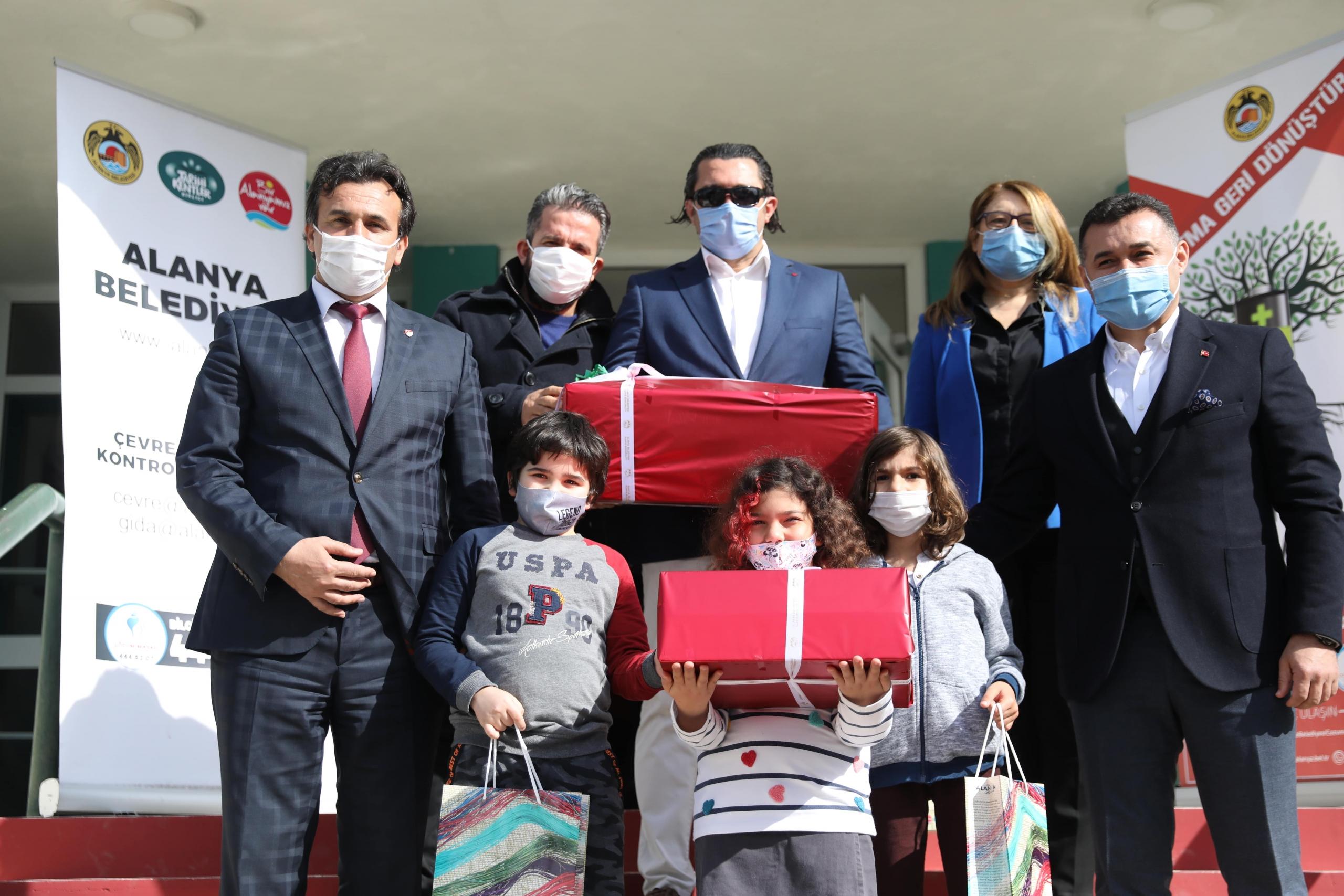 Alanya Belediyesi okullarda atık pil toplama kampanyasına devam ediyor