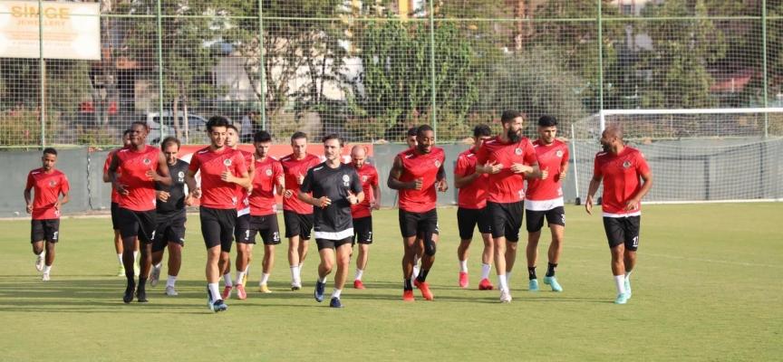 Alanyaspor Galatasaray maçı hazırlıklarına yarım kadroyla başladı