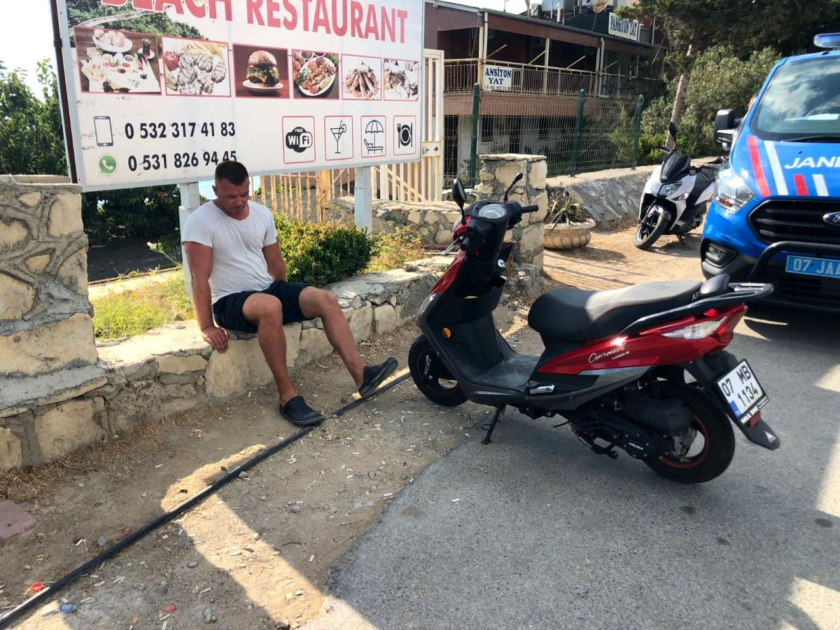 Avsallar da Rus turist, kiraladığı motosiklet ile patenli gence çarptı