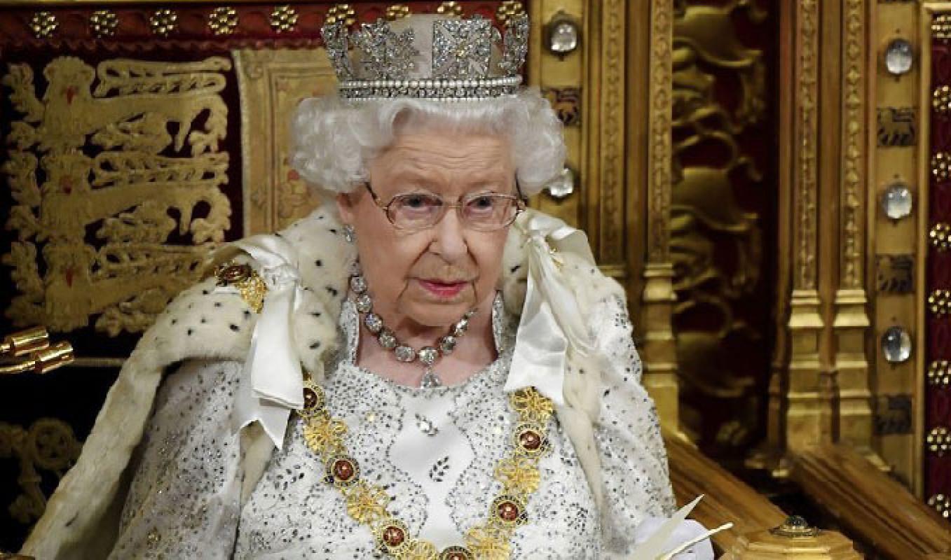 İngiltere Kraliçesi 2. Elizabeth, geceyi hastanede geçirdi