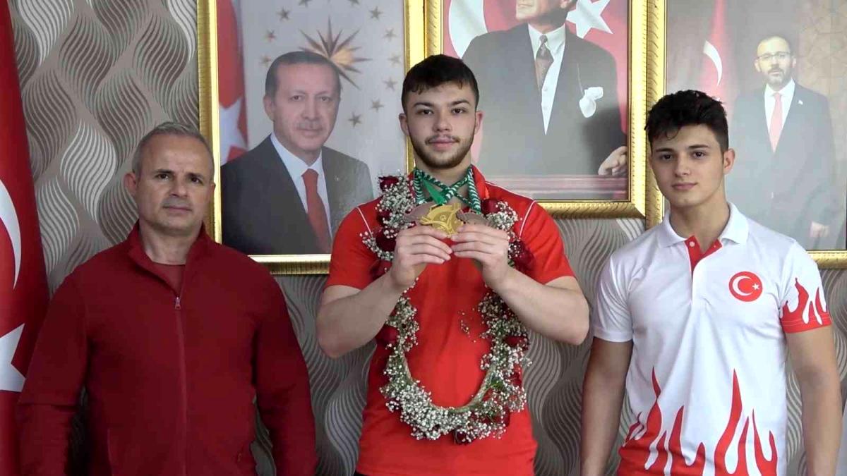 Türkiye'yi 51 ülke arasında temsil etti, dünya şampiyonu oldu